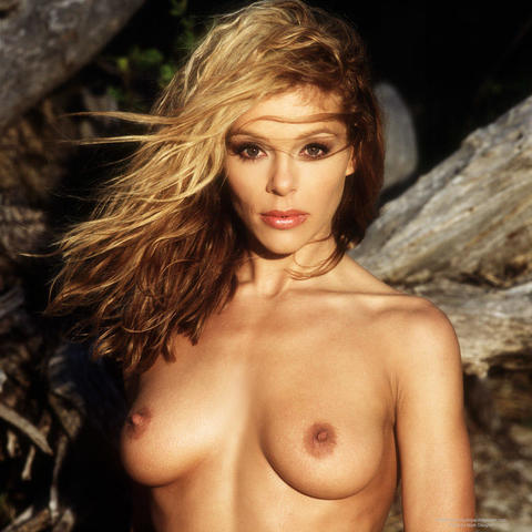 celebritie Sandie Caine 22 years naked foto beach