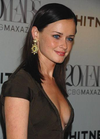celebritie Alexis Bledel 22 years chest foto home