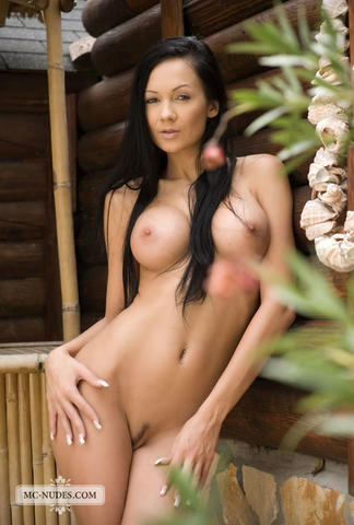 actress Regina Moon 21 years nude art beach