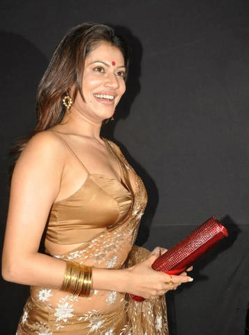 Payal Rohatgi topless foto