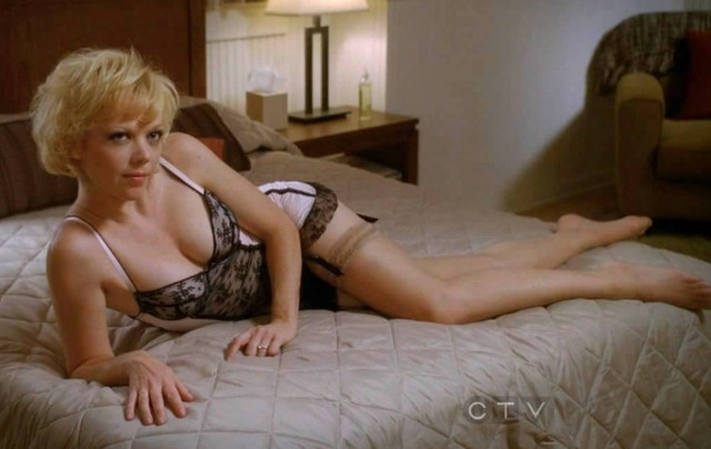 actress Emily Bergl 19 years tits picture beach