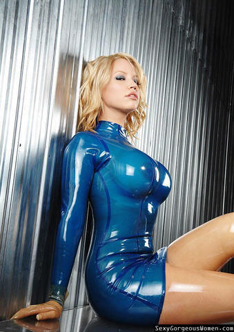 celebritie Susan Wayland 22 years Uncensored image in the club