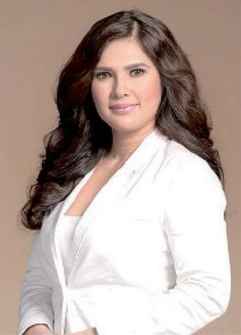 celebritie Vina Morales 24 years k naked art in public