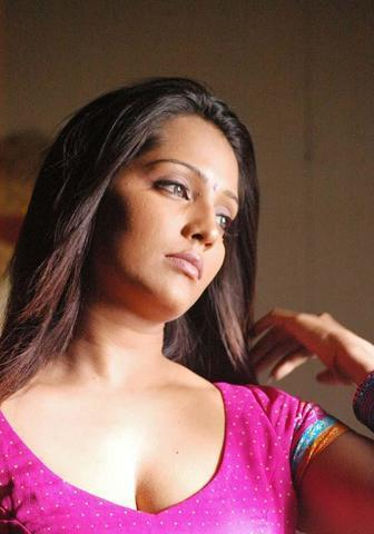 actress Meghna Naidu 25 years nipple photos home