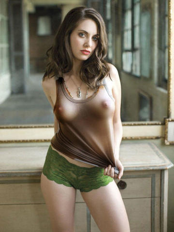celebritie Alison Brie 20 years bare-skinned snapshot in the club