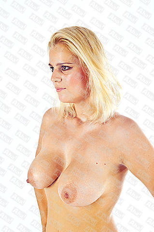 celebritie Vlastina Svátková 23 years nude young foto photo home