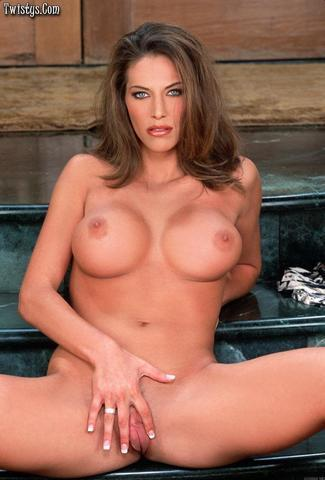 actress Sondra Hall 22 years buck naked photo in public
