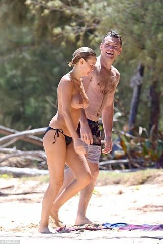Lara Bingle topless snapshot