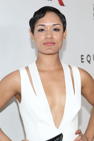 celebritie Grace Gealey young swimming suit picture in the club