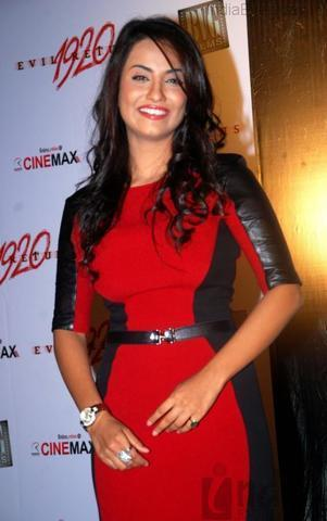 celebritie Tia Bajpai 25 years impassioned image in the club