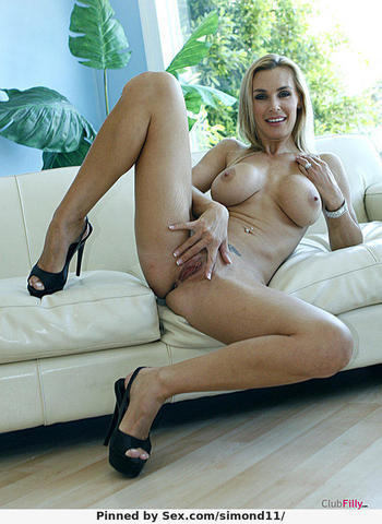 models Tanya Tate 19 years carnal art in the club
