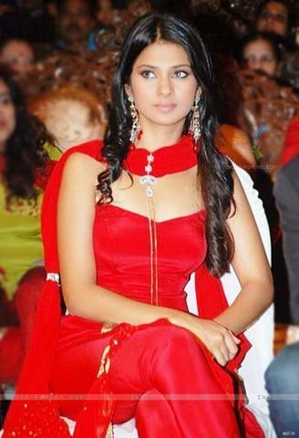 celebritie Jennifer Winget 23 years rousing photography in the club