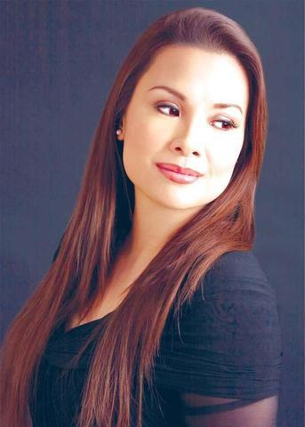 actress Pia Manalo 23 years breasts image in the club