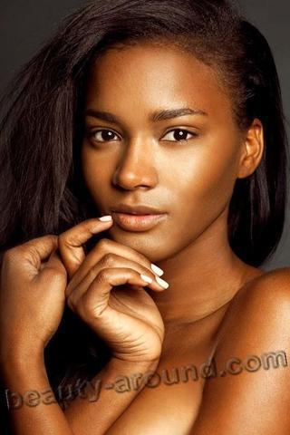 models Leila Lopes 20 years Without panties photos in the club