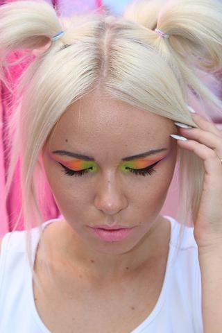 actress Kerli 25 years drawn snapshot home