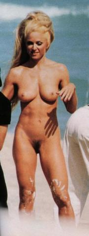 celebritie Amy Kwolek 24 years undress photos beach