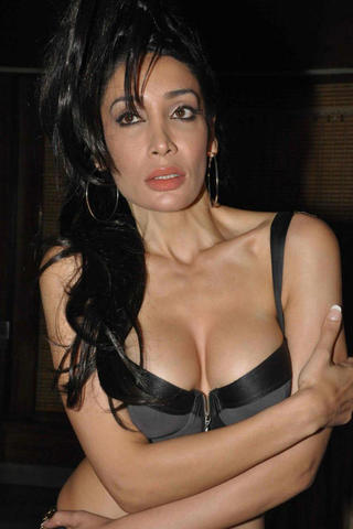 celebritie Sofia Hayat 23 years in the buff photography home
