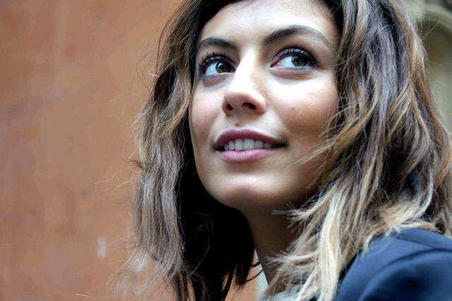 celebritie Alessandra Mastronardi 23 years Without camisole snapshot in the club