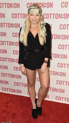 actress Alli Simpson 24 years concupiscent foto in public