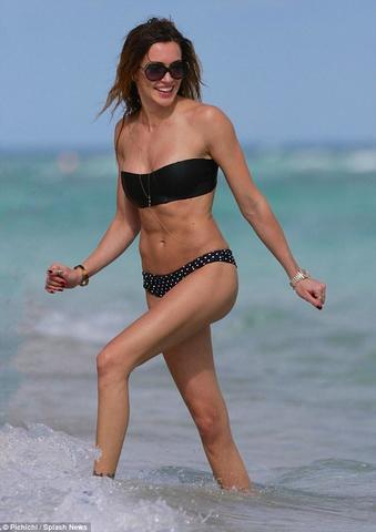 celebritie Katie Cassidy 24 years undress foto in public