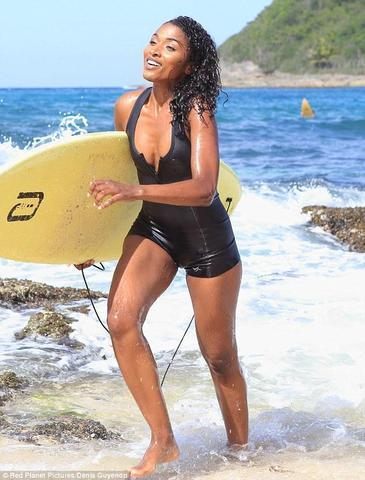 Sara Martins topless photo