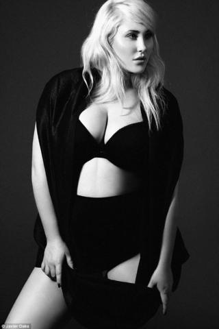 Hayley Hasselhoff topless photo