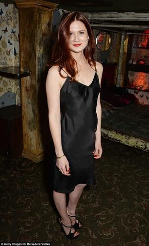 models Bonnie Wright young exposed image in public