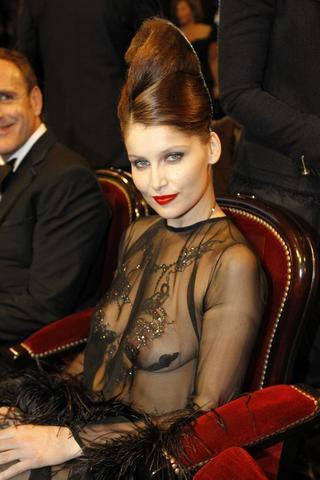 models Laetitia Casta 20 years nipple art beach