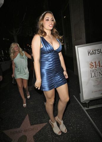 celebritie Sophie Simmons young unclad image in the club
