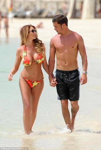 celebritie Amy Childs 22 years ass picture beach