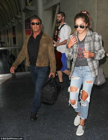 models Sistine Rose Stallone 20 years naturism foto in the club