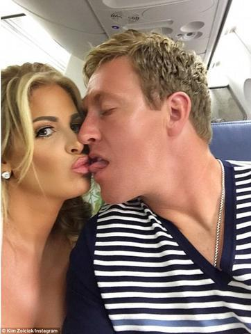models Kim Zolciak-Biermann 19 years Without camisole pics in public