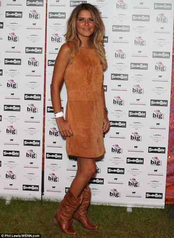 models Gemma Oaten 25 years melons pics in public
