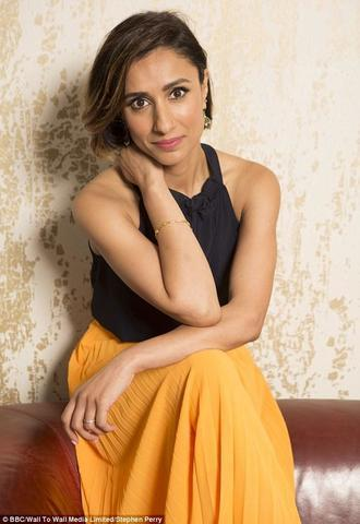 celebritie Anita Rani 22 years unsheathed photos beach