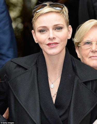 celebritie Princess Charlene of Monaco 22 years bare pics in public