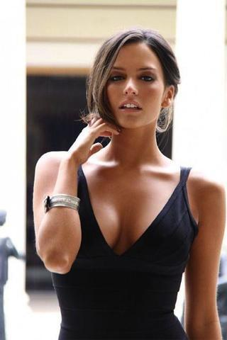 celebritie Genesis Rodriguez 18 years sensuous foto in public