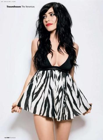 celebritie Jessica Origliasso 18 years hot photo in the club