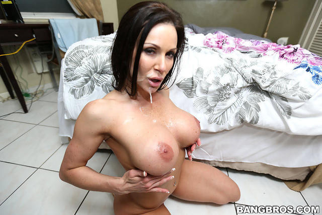 celebritie Kendra Lust 25 years k naked art beach