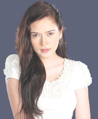 actress Bela Padilla 25 years unclad image beach