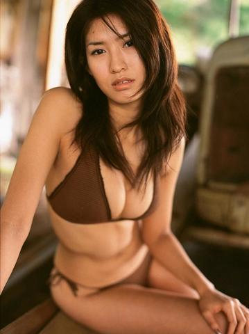 actress Celest Chong 24 years Without swimsuit photos in the club