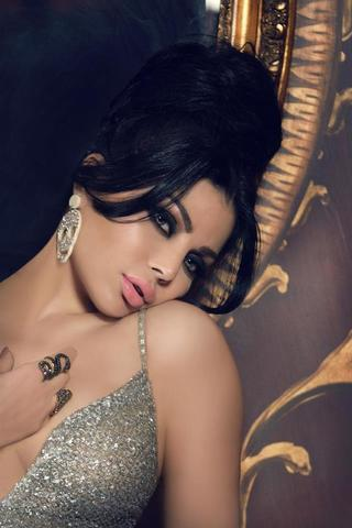 celebritie Haifa Wehbe 25 years unmasked art beach