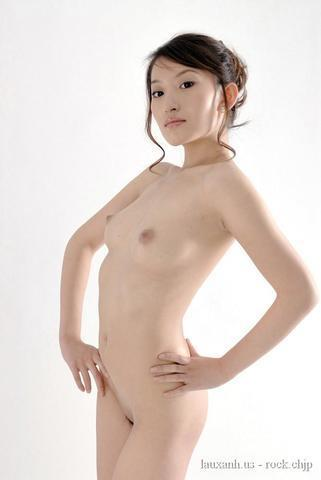 models Wenwen Han 22 years pussy photography in the club
