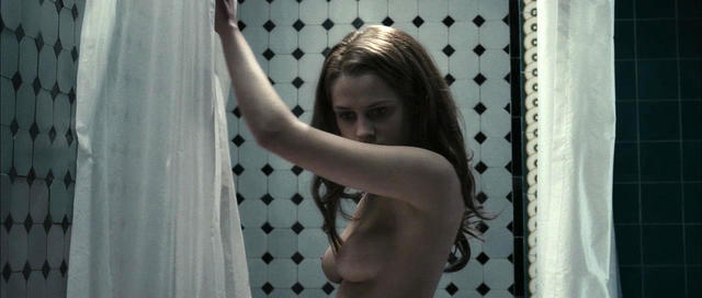 celebritie Teresa Palmer 18 years k-naked photos in public