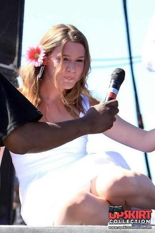 actress Joss Stone 22 years unclothed image in public