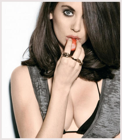 celebritie Alison Brie 23 years spicy pics in public
