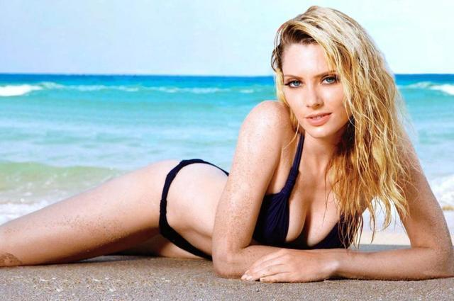 actress April Bowlby 18 years amatory foto in the club