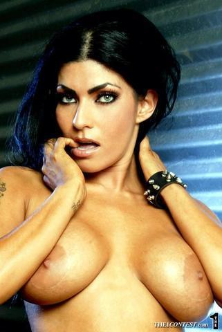actress Shelly Martinez 22 years indelicate photoshoot beach