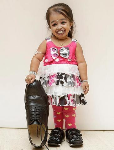 actress Jyoti Amge 2015 chest image in the club