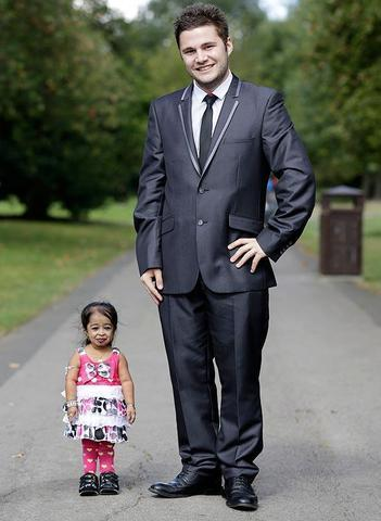 Sexy Jyoti Amge pics High Definition