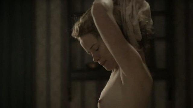 Claire Foy nude pics
